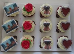 Mini Moulin Rouge Cupcakes