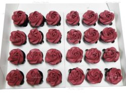 Classic Ombre Red Swirl High Tea Cupcakes