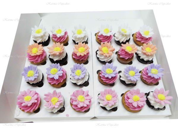 Mini Daisy Cupcakes