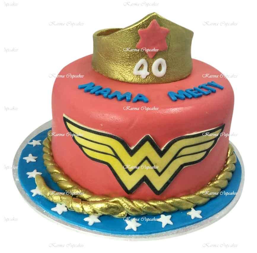 wonder-woman-fondant-cake-gold-crown-tiara